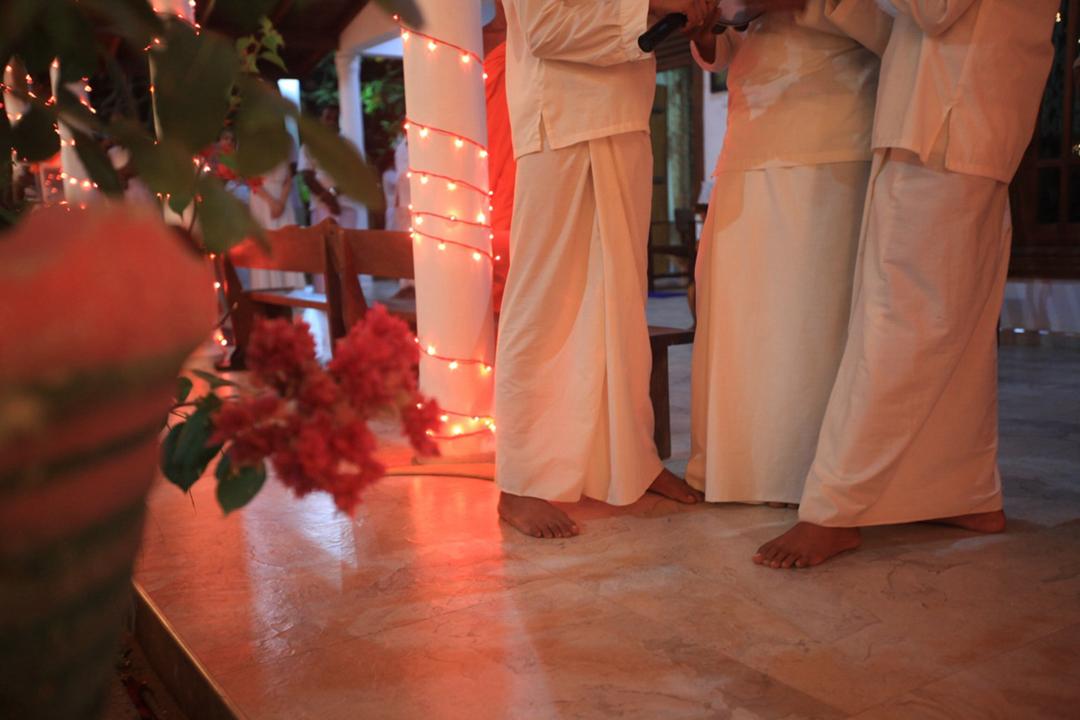 6. 佛典上的传统服装.jpg