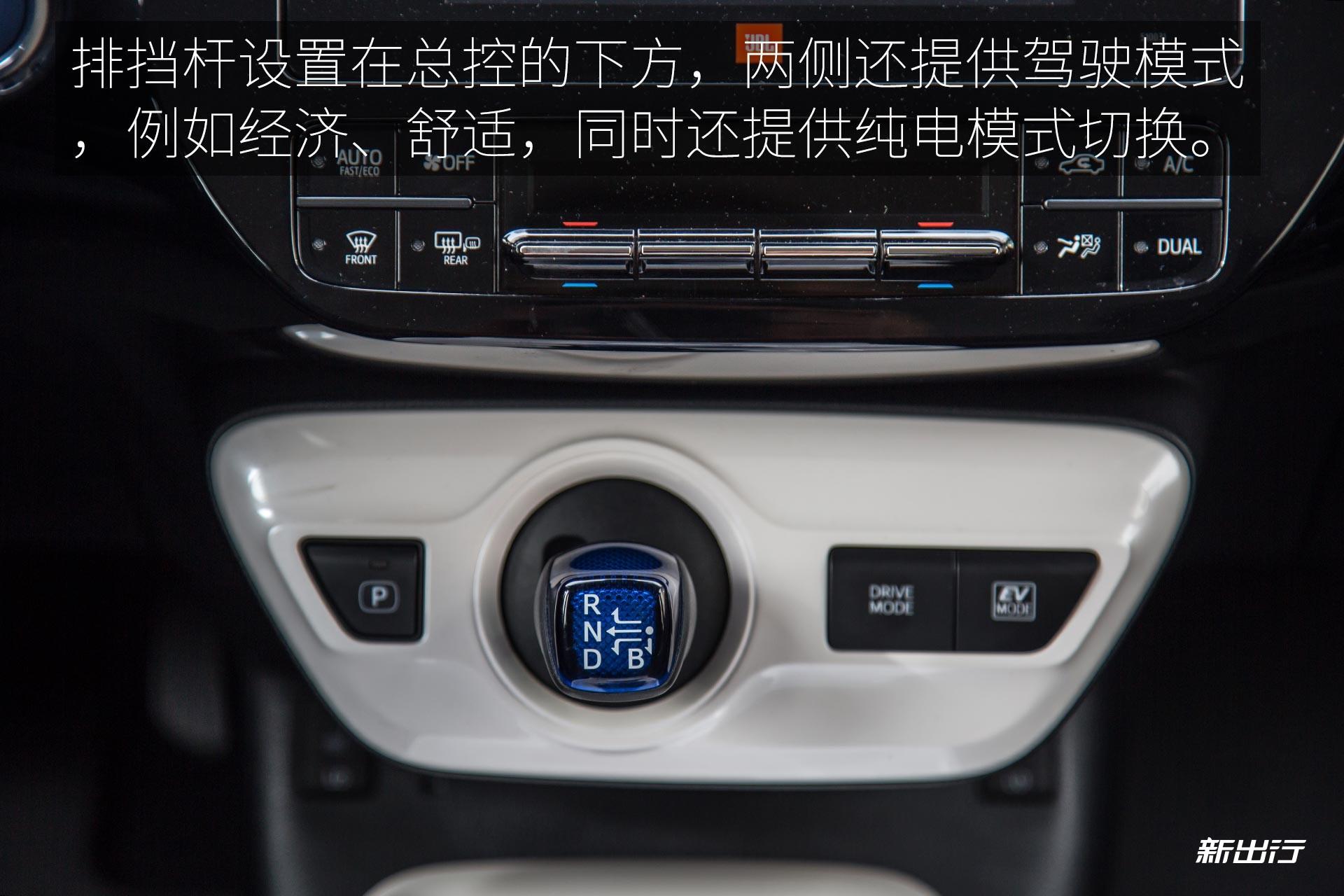 TOYOTA_Prius_4th_NS_12_01.jpg