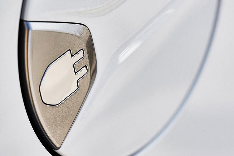 Toyota-Prius_Plug-in_Hybrid-2013-1600-21.jpg