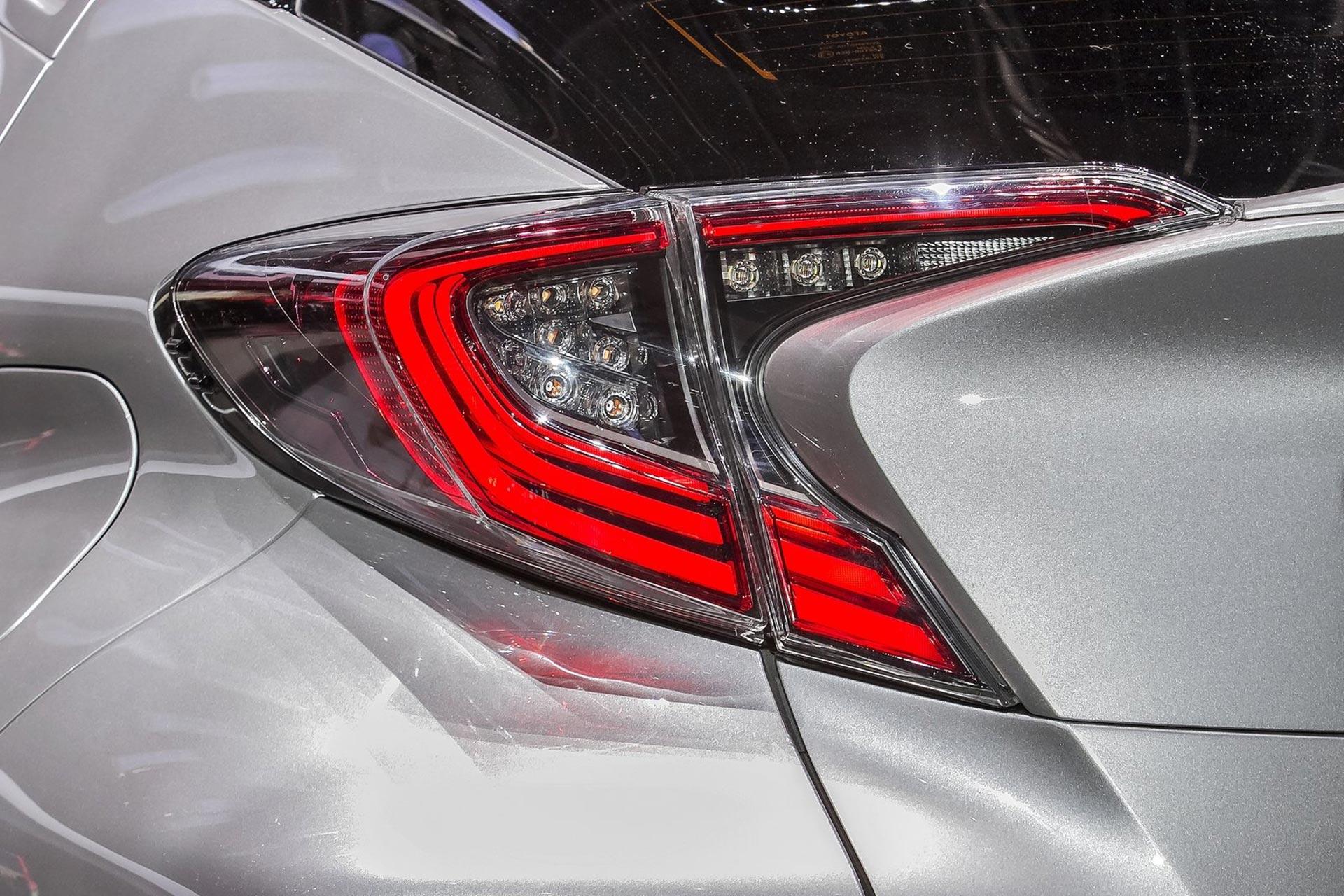 Toyota-C-HR-2017-1600-d4.jpg