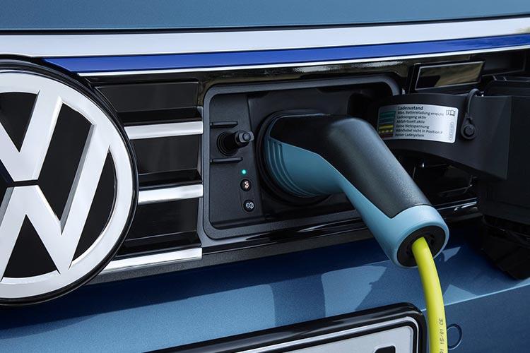 Volkswagen-Passat_GTE-2015-1600-36.jpg