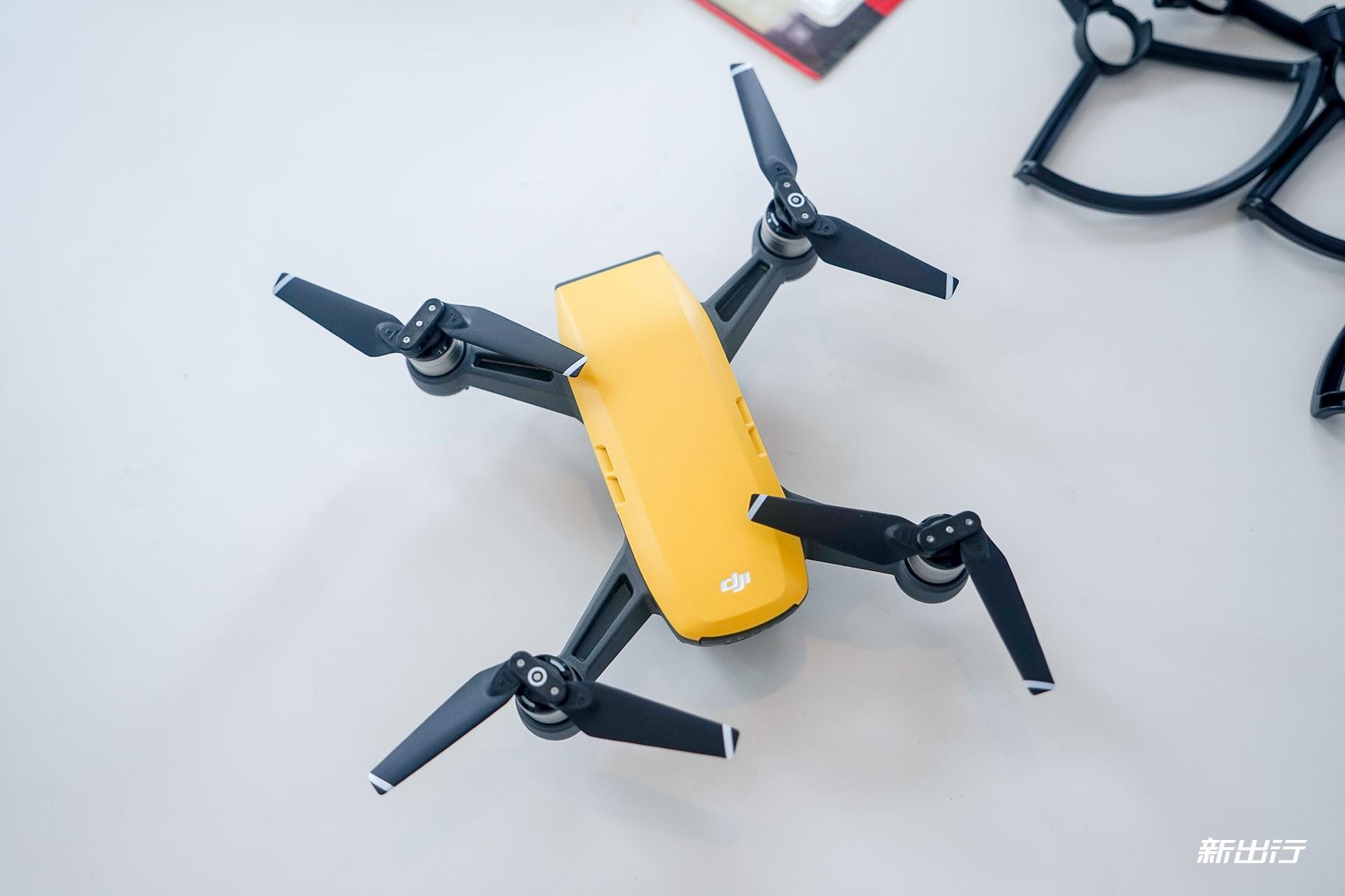 遥控器也能飞 大疆体积最小的 晓 Spark无人机轻体验
