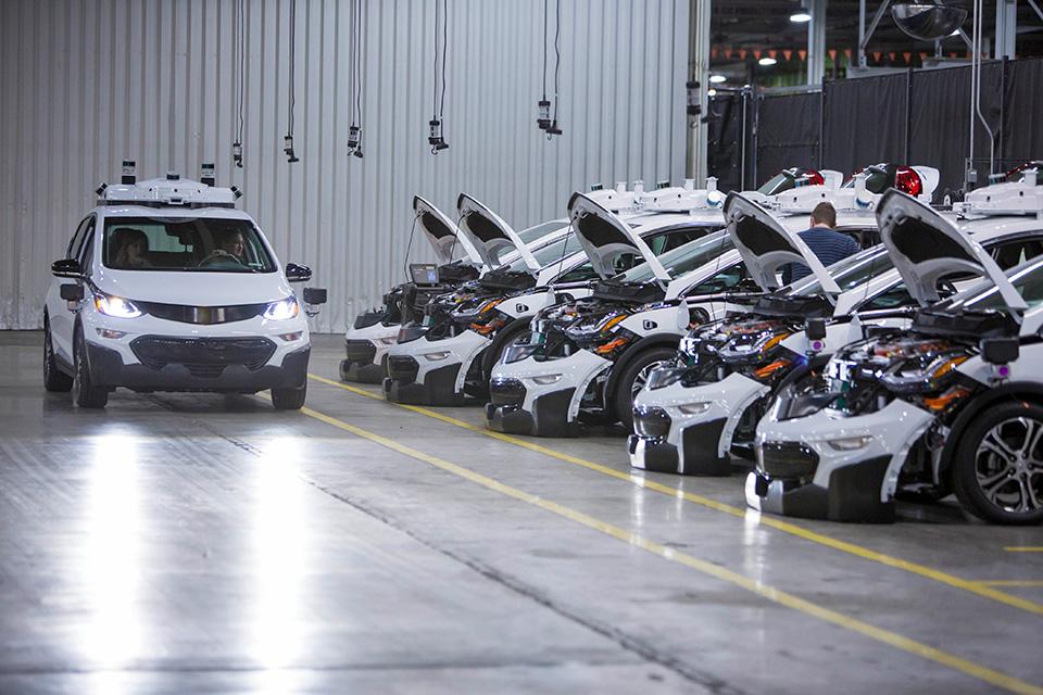 通用汽车首批自动驾驶版雪佛兰Bolt纯电动车下线.jpg