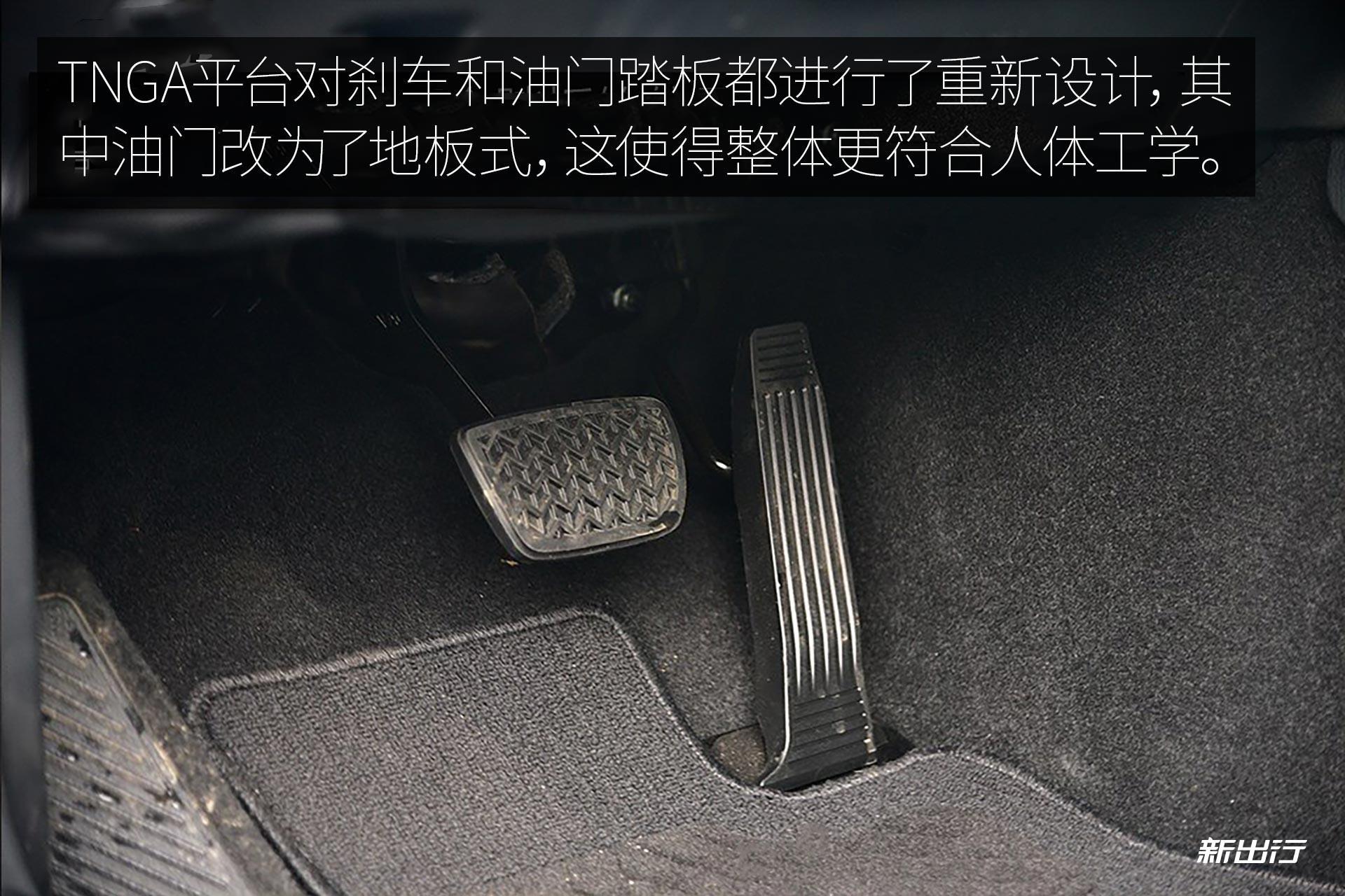 新一代凯美瑞混动版依旧保留了现款双擎上的 eco,normal 和 ev 这三种