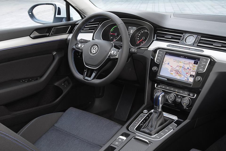 Volkswagen-Passat_GTE-1.jpg