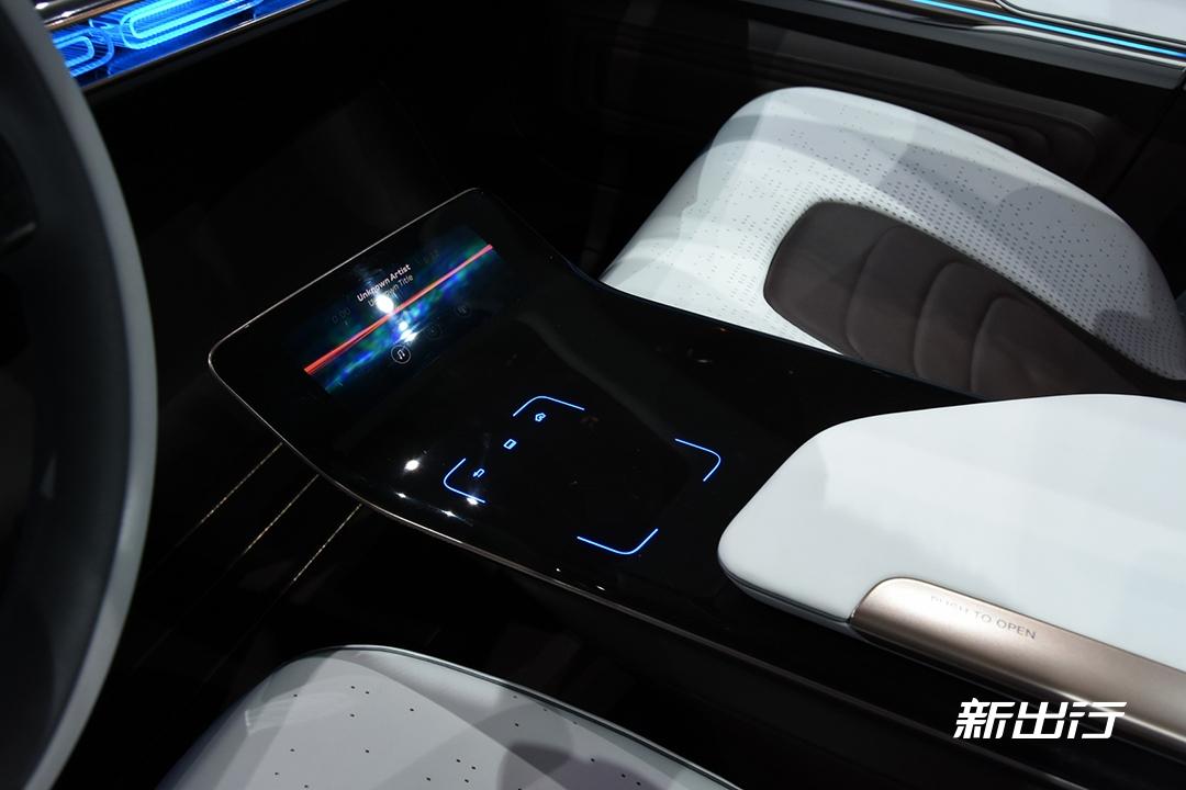 奔驰Generation EQ 概念车的内饰-1.jpg