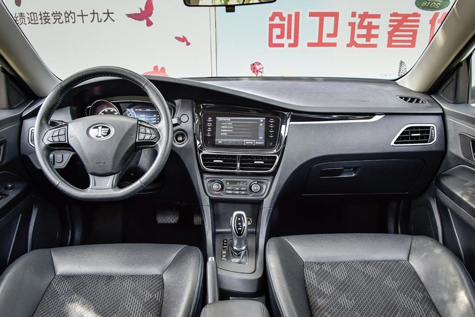 骏派A70E紧凑级纯电动轿车的内饰.jpg